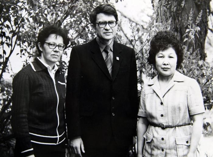На фото из архива: Валентина Черкасова, Анатолий Ворфлик, Зоя Лихитинова (слева направо).